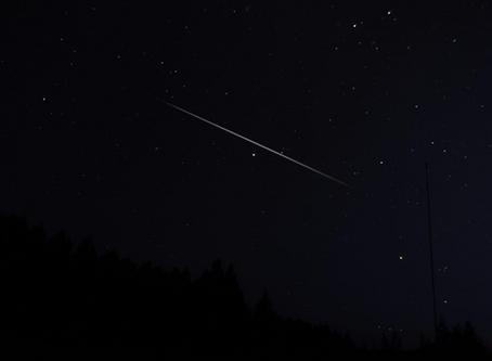 Étoile du soir, étoile d'espoir, brille de mille feux et exauce mon vœu...