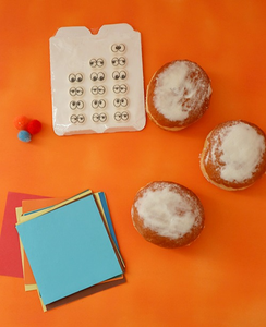 Lustige Berliner mit Gesichter zum Geburtstag für die Schule / Kita