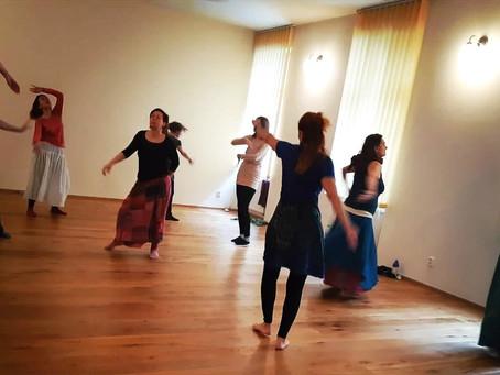 Tanec pro duši ženy - rody, matky, prijatie aj vina