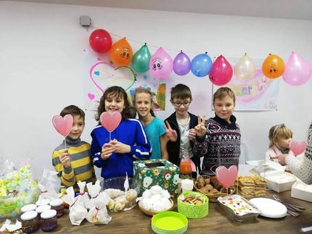 Дети провели благотворительную ярмарку в поддержку взрослых