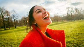 作り笑顔でもOK!?笑うことの美容効果がスゴイ