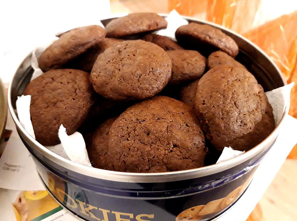 Cookies al cacao con gocce di cioccolato