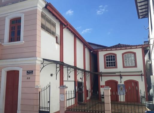 Marianenses criticam intervenções no Cine Teatro Municipal