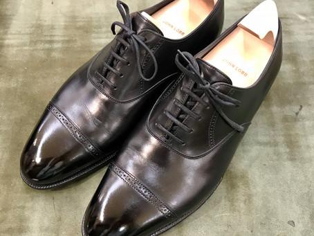 ジョン・ロブ〈PHILLIP 2〉の鏡面靴磨き&汚れ落とし(クリーニング)