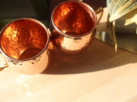 Benefícios da água na caneca de cobre