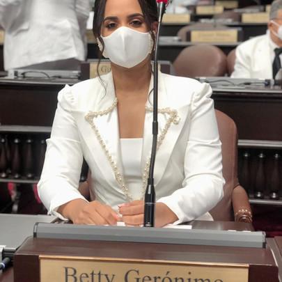 Diputada Betty Gerónimo somete resolución solicita una extensión de la UASD en Santo Domingo Norte