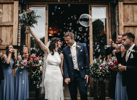 COLOURFUL TYTHE BARN WEDDING | WILDERLY BRIDE |  OXFORDSHIRE WEDDING PHOTOGRAPHERS | THE VEDRINES