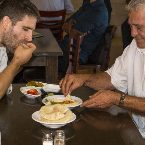 Restaurant Gives Discount to Arabs and Israelis who Dine Together