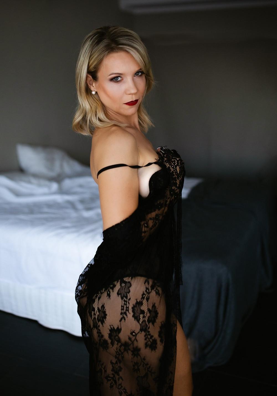 Sexy mum boudoir photography