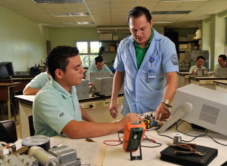 INA crea nuevo programa para Edwards en Cartago / New training program for Edwards