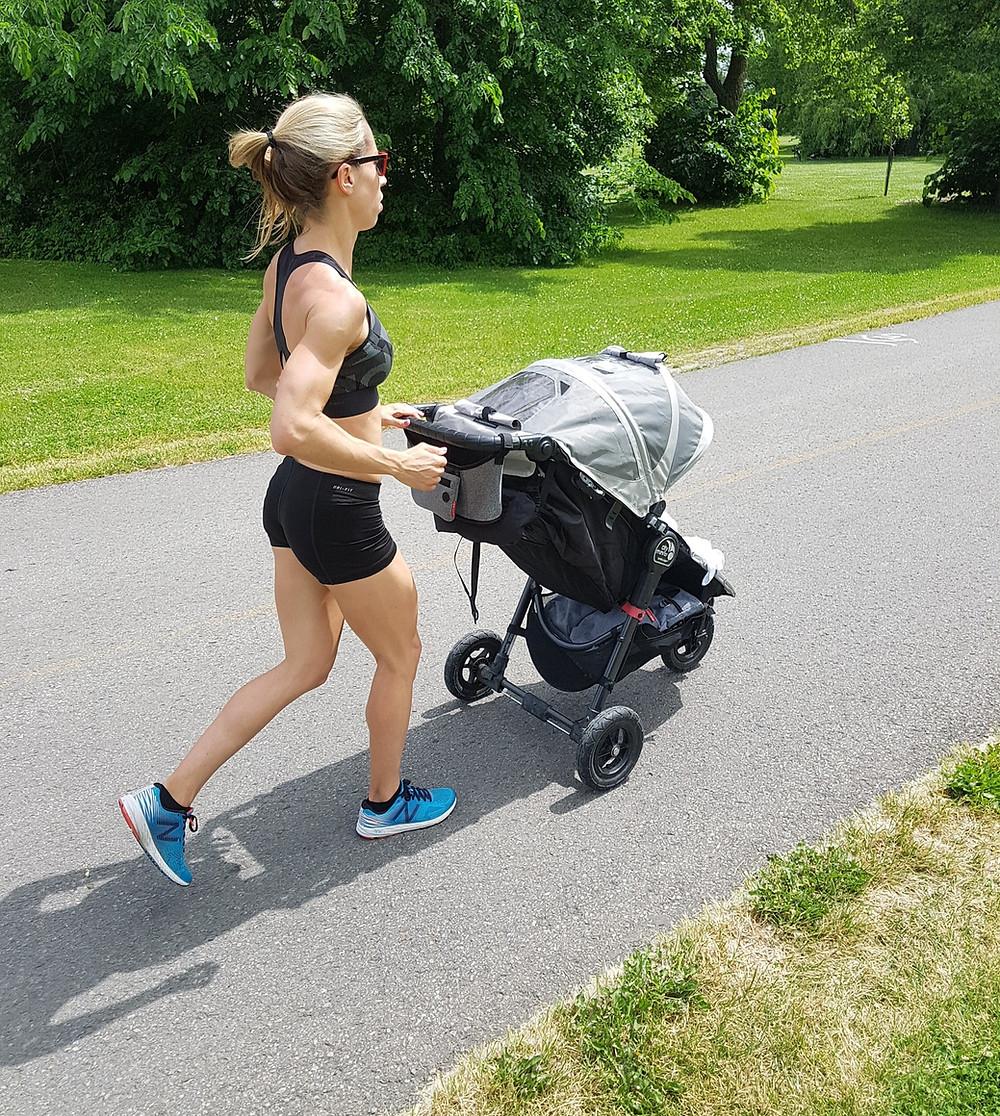 """On me demande souvent à partir de quand j'ai recommencé à courir? Ma réponse: Après 4  mois. D'abord, il faut comprendre que chaque Maman est unique, chaque grossesse et accouchement est différent. Et bien sûr la récupération suite à tous ces changements physiologiques dépend beaucoup de notre background sportif, du repos, de notre rééducation du plancher pelvien, de bébé et même notre """"humeur"""". Le plus important est d'écouter son corps et ne pas se comparer!  La Maman Active peut vous aider à recommencer la course à pied, à réadapter votre technique en douceur, sans pression pour votre bien-être! #running #marche #course #stepbystep #activemom #maternity #maternité #enjoy  #postpartum #slowly #patience"""