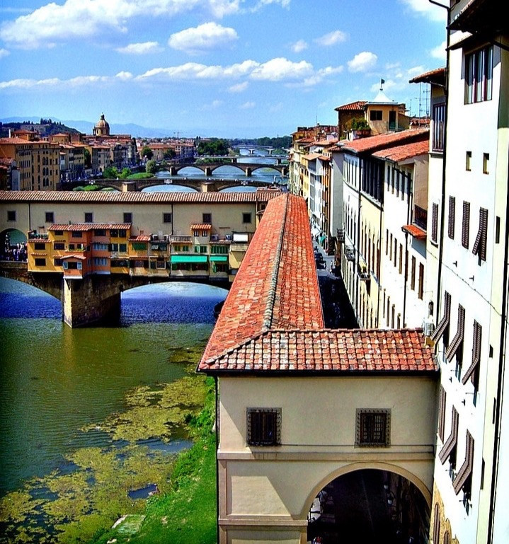 the Vasari Corridor, connecting the Palazzo Vecchio and the Pitti Palace