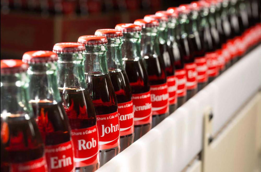 Anuncio de Coca-Cola: Nombres en las botellas.