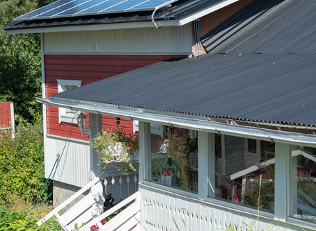Paljonko aurinkopaneeleilla säästää rahaa aivan oikeasti?
