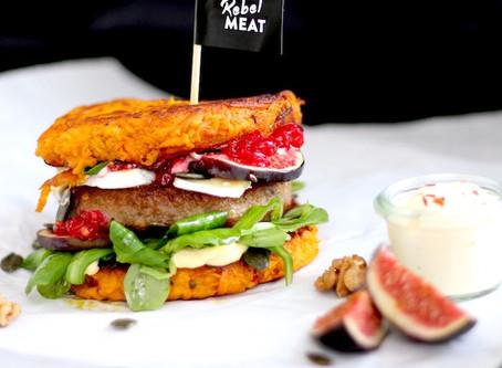 Spicy Halloween-Burger mit Süßkartoffel-Kürbis-Buns
