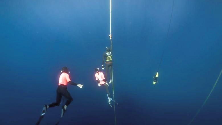 Loïc Vuillemin est l'actuel champion suisse d'apnée dans la discipline de l'immersion libre.