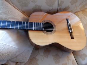 クラシックギターへと変更