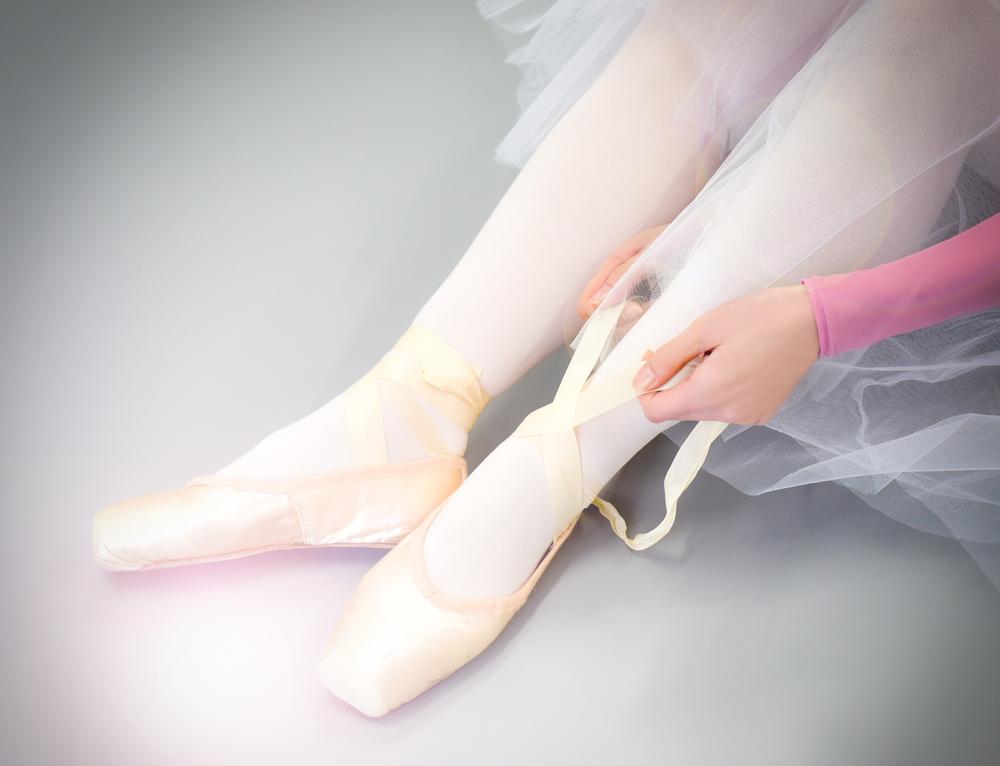 Adult Classのレベル分けを致しました。 *基礎クラス 初めてバレエを習う方、バレエ歴は長いが基礎を学び直したい方向けのクラスです。 *初中級クラス バーレッスンからグランジャンプまでのフルクラス…