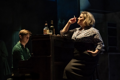 avid O'Brien and Jodie Prenger (Helen) in the National Theatre's A Taste of Honey credit Marc Brenner