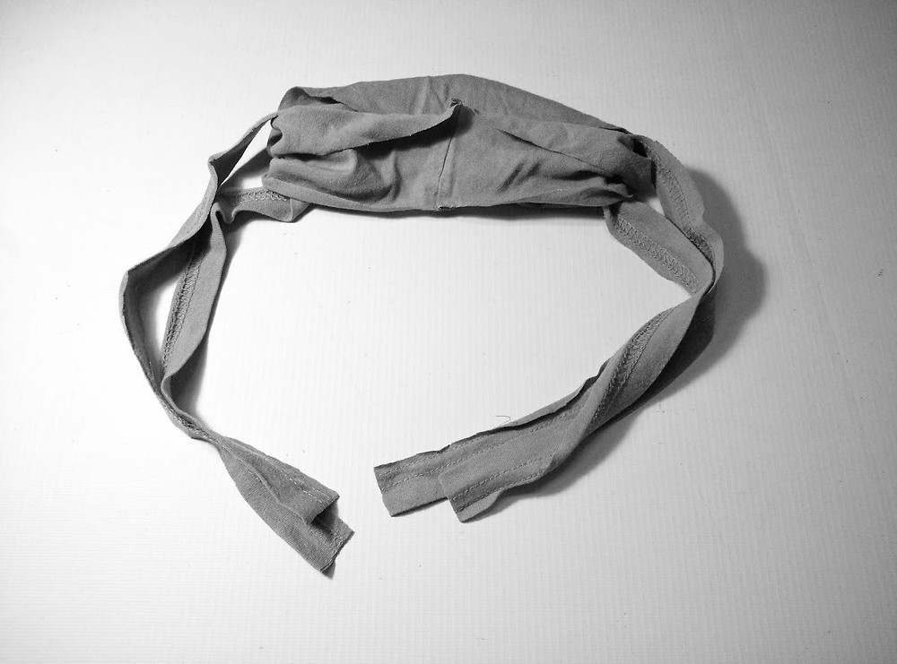 Mask with 2 long cords