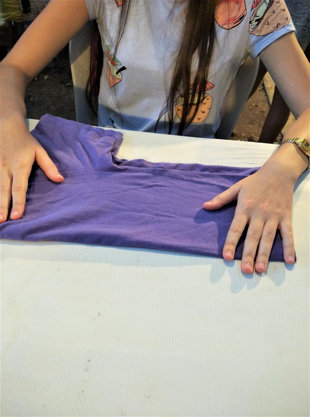 Folding tshirts