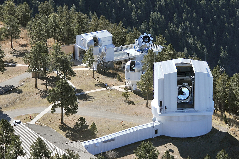 An aerial view of Apache Point Observatory, where Huichen Wang '23 shadowed Colgate University's Professor Jeff Bary in taking observations of accreting stars (Image credit: APO)
