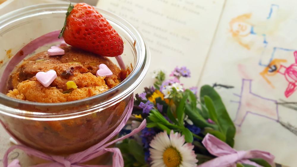 Erdbeerkuchen im Glas, Herzen, Muttertag, Küstencookie, Erdbeeren, Blumenstrauß