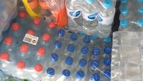 Doação de garrafas de água para o Hospital Universitário