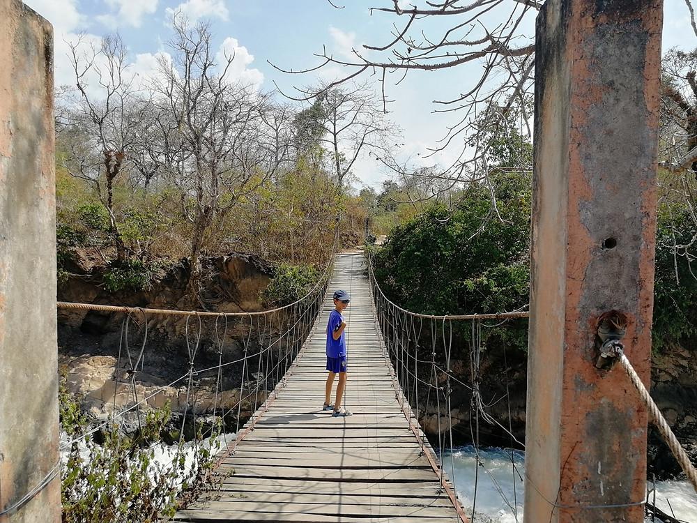 Tour du monde à vélo en famille pont suspendu Don Khon