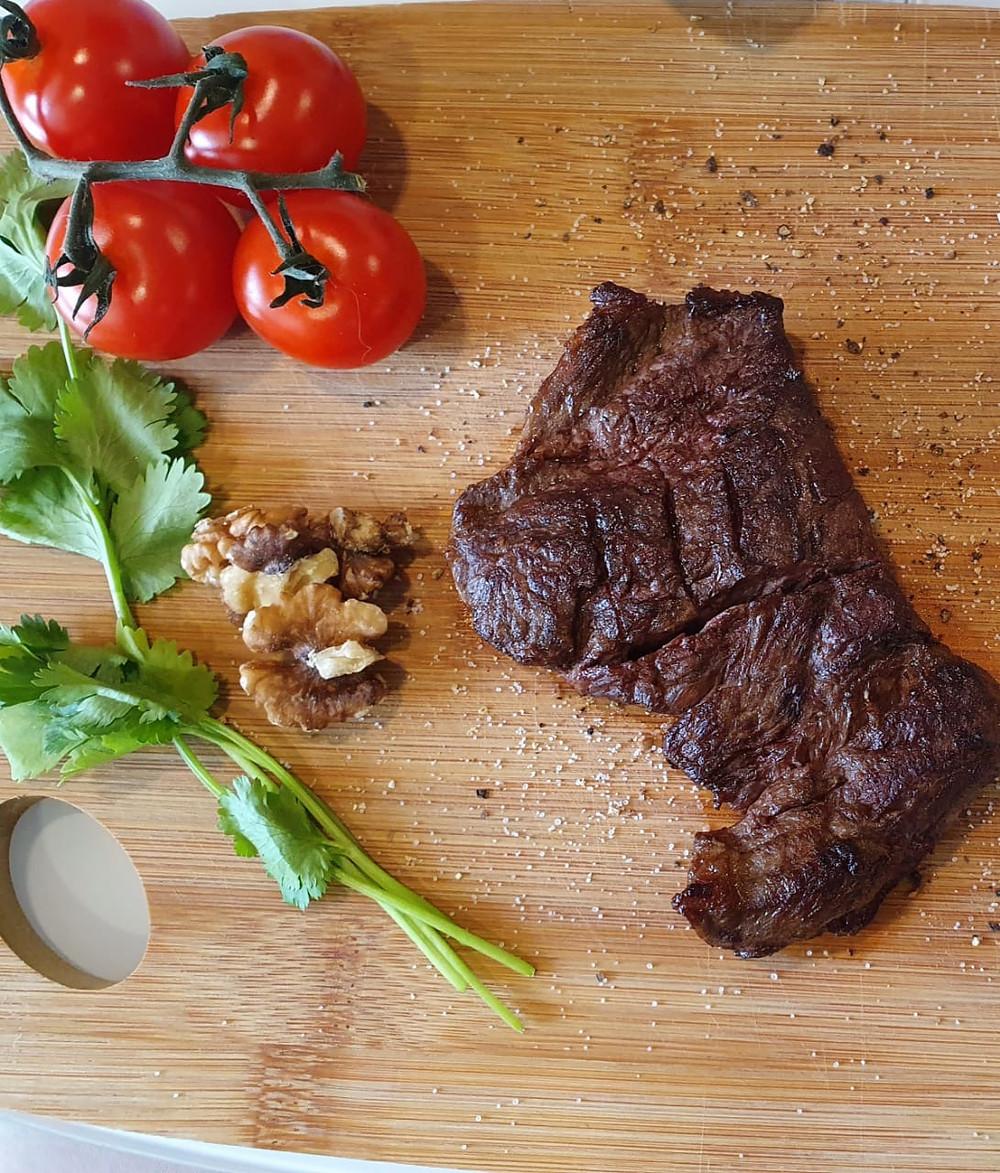 Рецепт приготовления стейка из мраморной говядины с гарниром