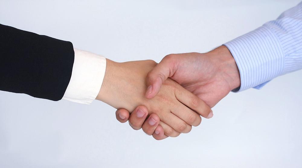 shaking hands on a win-win scenario
