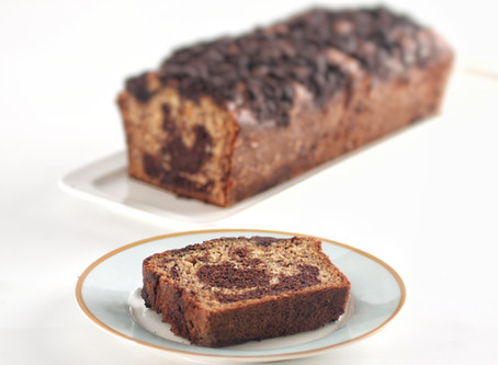עוגת שיש בננה-שוקולד וקרמבל קקאו