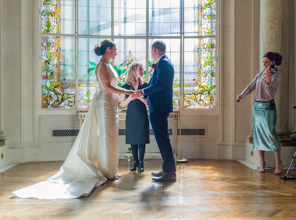 Oficiente cérémonie laique wedding pastor paris violinist violoniste mariage musique romantique palace parisienne