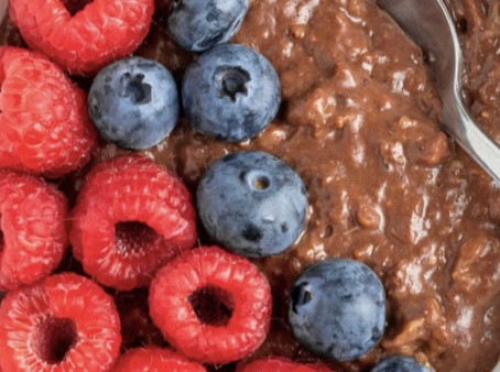 Chocolate Protein Oats with Berries