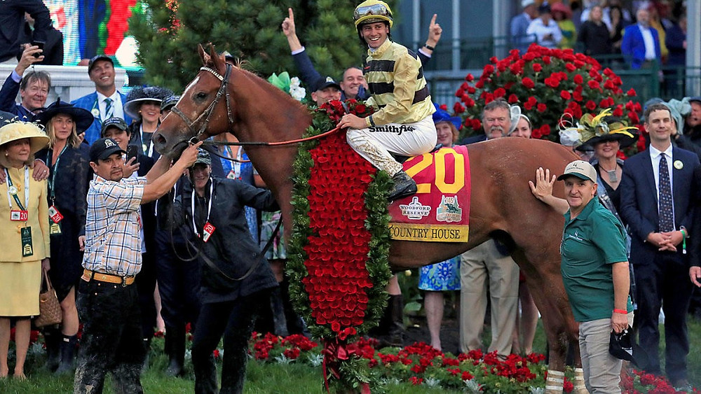 Country House recieves banket of roses after his win