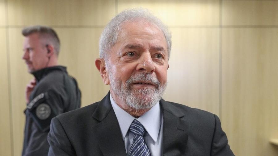 O ex-presidente Lula concede entrevista na sede da Superintendência da Polícia Federal de Curitiba, onde está preso