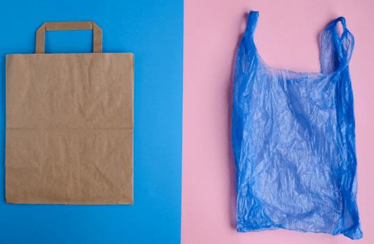 ¿Y si la bolsa de plástico fuese más sostenible que las de papel o algodón?
