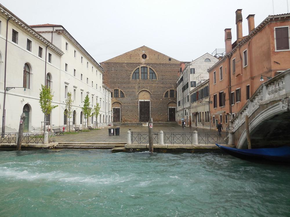 L'église restaurée par l'archiduchesse d'Autriche et ses partenaires de la TBA21-Académy accueille désormais le centre d'étude sur les océans, Ocean Space.