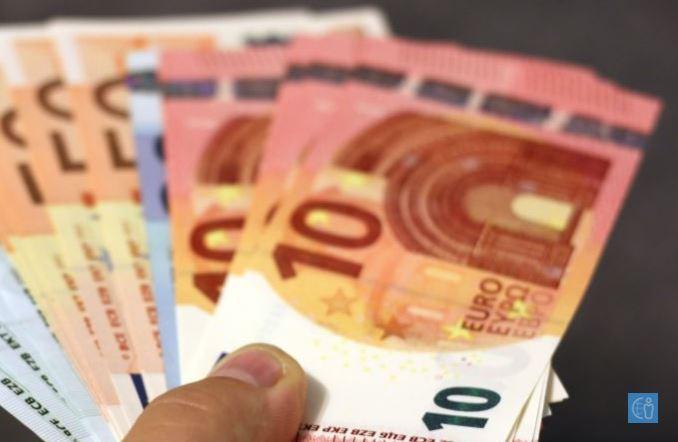 Провизија %, курс на евро при префрлување на пари од Пејпал на приватна или службена платежна картичка