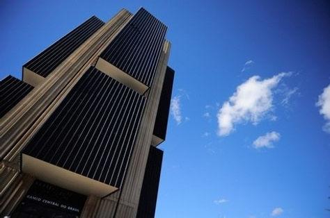 BC interrompe série de cortes e mantém juros básicos em 2% ao ano