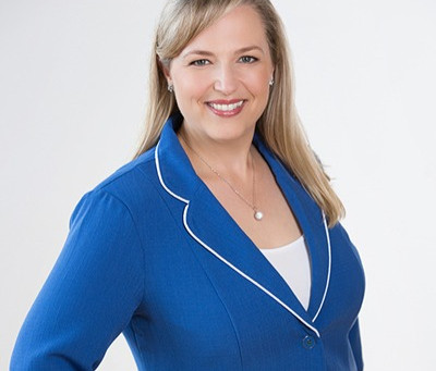 Building good habits for successful business and career, with Top Recruiter Julie Labrie