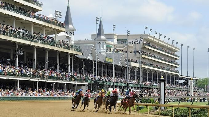 horses racing around the track at Churchill Downs