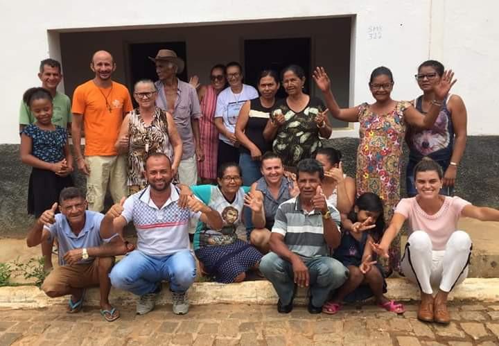 Petrina Santos e moradores de Angico dos Dias | Fonte: Acervo Social