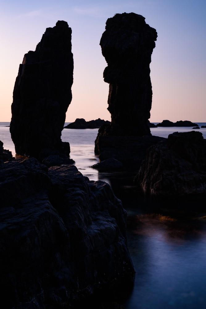双子岩のシルエット / Silhouette of twins rocks