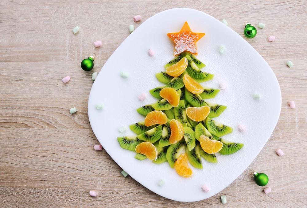 Ovocný vánoční stromeček z kiwi a mandarinek