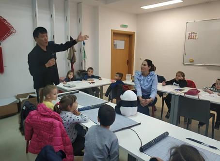 孔子学院继续与当地中小学合作