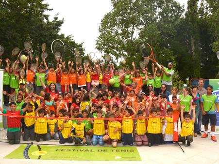 Otamendi: más de 200 alumnos participaron de una Clínica de Iniciación al Tenis