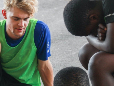 Construindo relações por meio do basquete