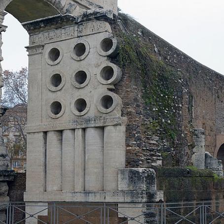O que as inscrições nos revelam sobre a vida dos libertos na Roma antiga?