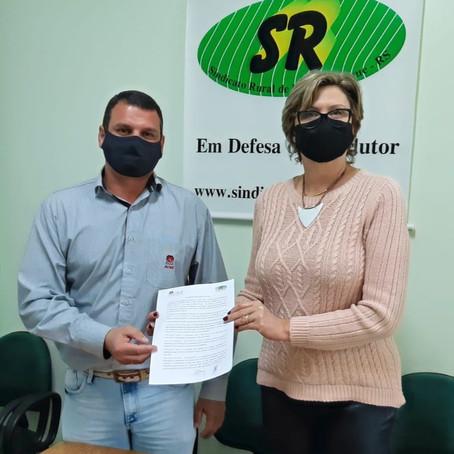 Sindicato Rural e ACINT firmam parceria para concessão de convênios